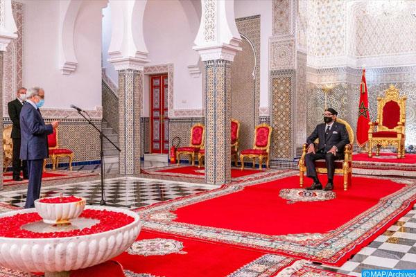 جلالة الملك يستقبل والي بنك المغرب قبل ساعات من الخطاب الملكي!!